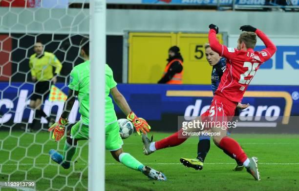 Kai Proger of SC Paderborn 07 scores his team's first goal during the Bundesliga match between SC Paderborn 07 and 1 FC Union Berlin at Benteler...