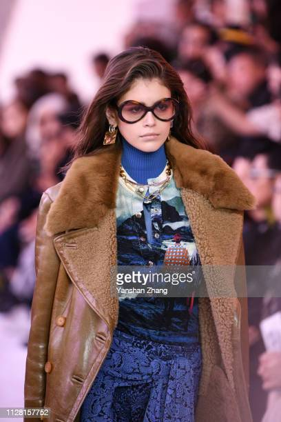 Kaia Geber walks the runway during the Chloe show as part of the Paris Fashion Week Womenswear Fall/Winter 2019/2020 on February 28, 2019 in Paris,...