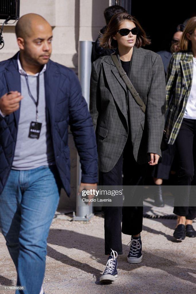 Street Style : Paris Fashion Week - Womenswear Spring Summer 2020 : Day Eight : Foto di attualità