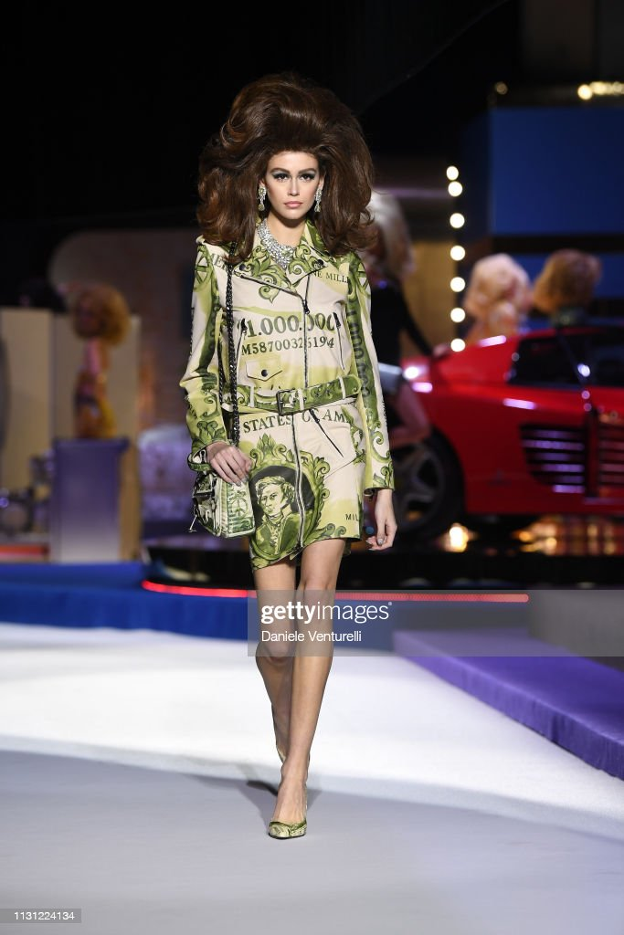 Moschino - Runway: Milan Fashion Week Autumn/Winter 2019/20 : News Photo