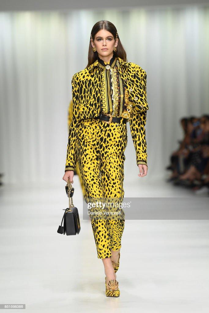 Versace - Runway - Milan Fashion Week Spring/Summer 2018 : Nieuwsfoto's