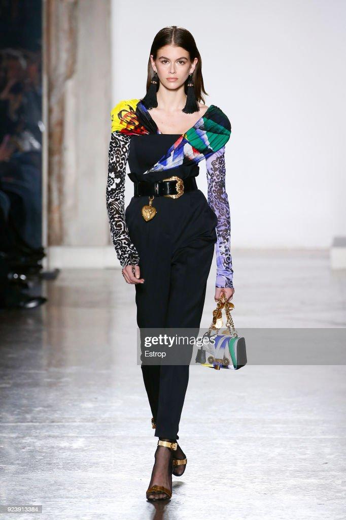 Versace - Runway - Milan Fashion Week Fall/Winter 2018/19 : ニュース写真