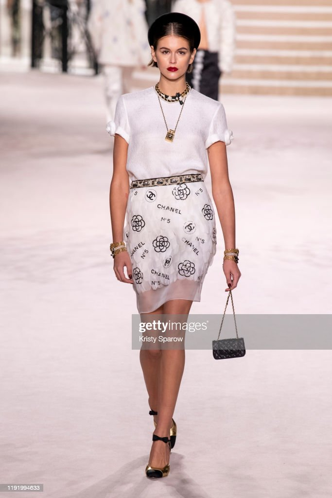 Chanel Metiers D'Art 2019-2020 : Runway At Le Grand Palais In Paris : News Photo