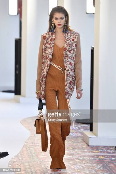 Kaia Gerber walks the runway during the Chloe show as part of the Paris Fashion Week Womenswear Spring/Summer 2019 on September 27, 2018 in Paris,...