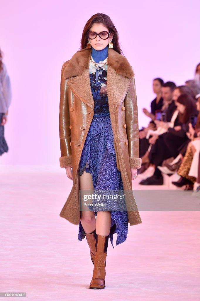 Chloe : Runway - Paris Fashion Week Womenswear Fall/Winter 2019/2020 : ニュース写真