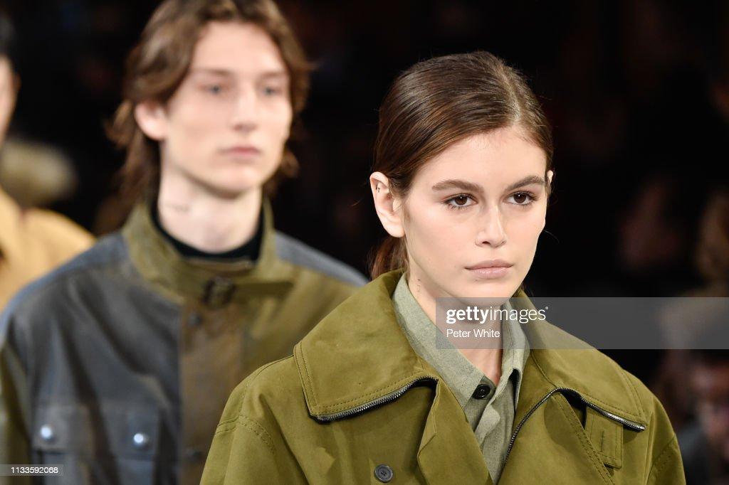 Stella McCartney : Runway - Paris Fashion Week Womenswear Fall/Winter 2019/2020 : Photo d'actualité