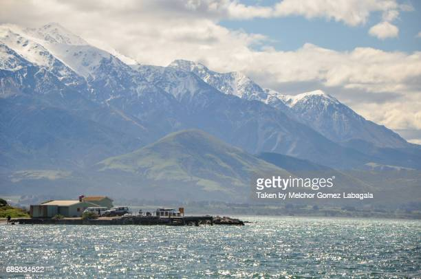 kaikoura coast - great dividing range stock-fotos und bilder