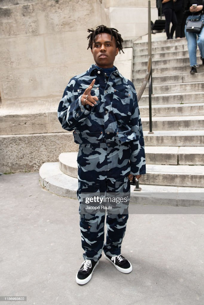 Valentino : Outside Arrivals - Paris Fashion Week - Menswear Spring/Summer 2020 : News Photo