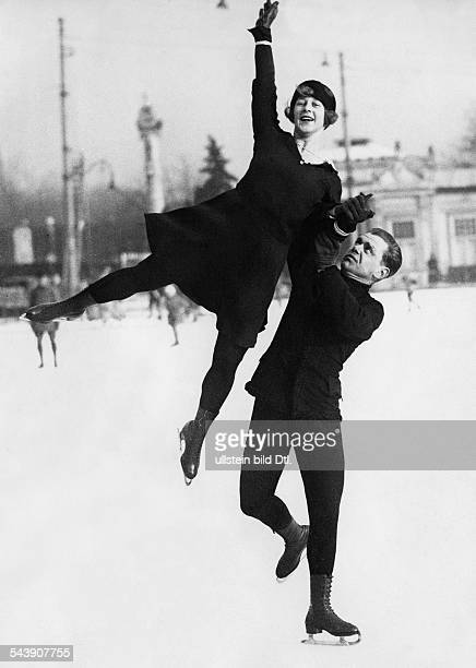 Kaiser Otto Sportsman Figure skater Austria* pair skating with figure skater Lilly Scholz Photographer Lothar Ruebelt Published by 'BZ am Mittag'...