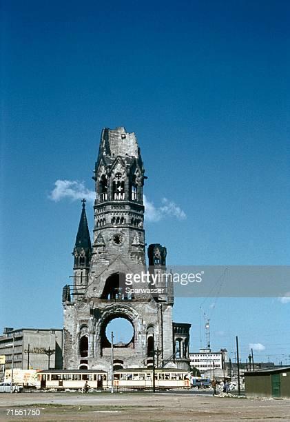 kaiser wilhelm memorial church (ged?chtniskirche), berlin, germany - memorial kaiser wilhelm - fotografias e filmes do acervo