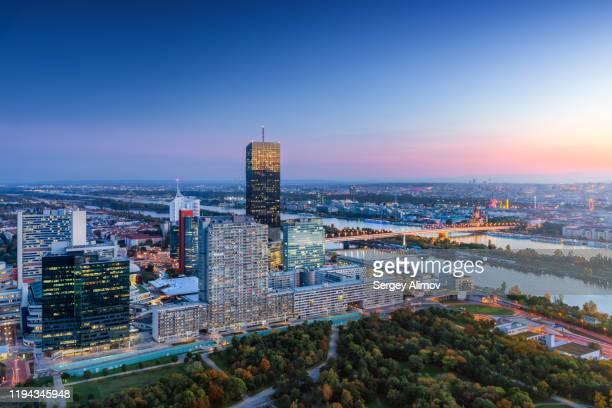 kaisermühlen business downtown aerial view at dusk, vienna - wien stock-fotos und bilder
