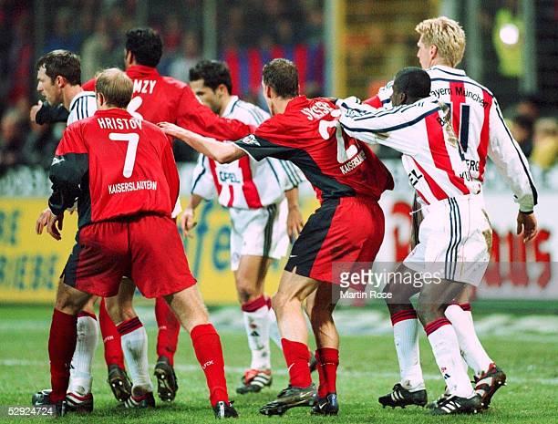 1 BUNDESLIGA 00/01 Kaiserslautern 1 FC KAISERSLAUTERN FC BAYERN MUENCHEN 00 vlnr Thomas LINKE/FCB Marian HRISTOV Hany RAMZY/FCK Hasan...