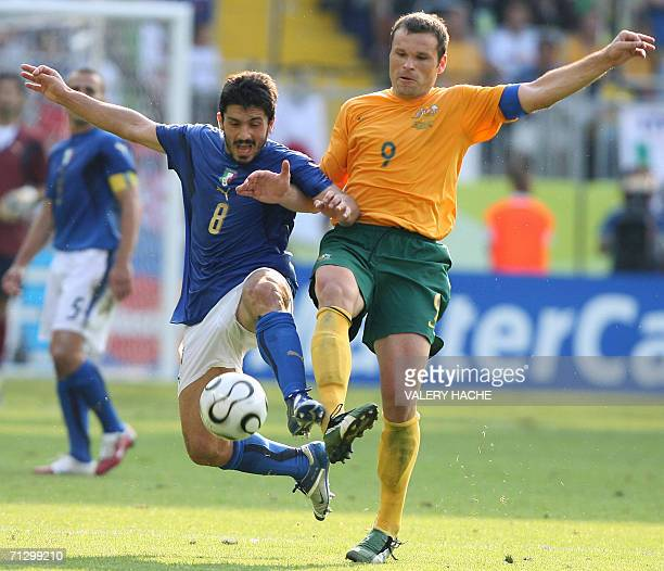 Kaiserslautern, GERMANY: Australian forward Mark Viduka vies with Italian midfielder Gennaro Gattuso during the round of 16 World Cup football match...