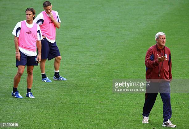 Kaiserslautern, GERMANY: Italian coach Marcello Lippi gestures as he gives instructions to his players Alberto Gilardino and Francesco Totti during a...