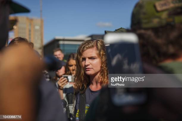 Kaitlin Bennett a a squad of Three Precenter Milita members and a wall of police tried to debate counter protestersKaitlin Bennett a former student...