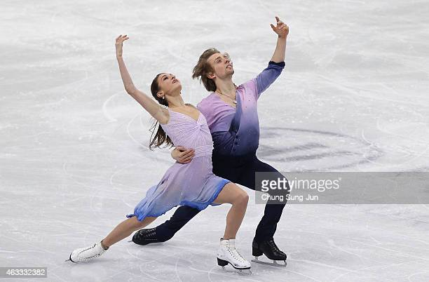 Kaitlin Hawayek and JeanLuc Baker of United States performs during the Ice Dance Free Dance on day two of the ISU Four Continents Figure Skating...