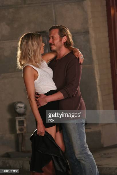 Kaitlin Olson and Scott MacArthur in the Divorce episode of THE MICK airing Tuesday Dec 5 on FOX