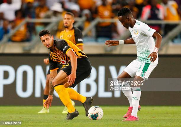 Kaizer Chiefs' Columbian forward Leonardo Castro fights for the ball with Bloemfontein Celtic's South African defender Lucky Baloyi during the...