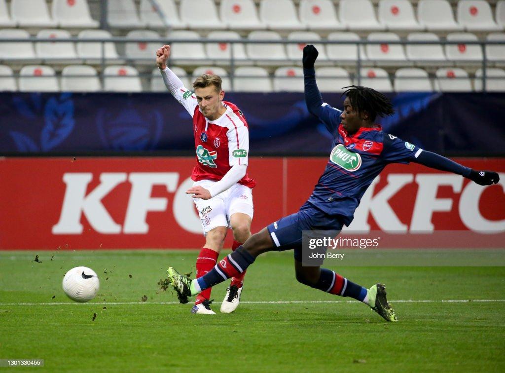 Stade de Reims v Valenciennes FC - French Cup : News Photo
