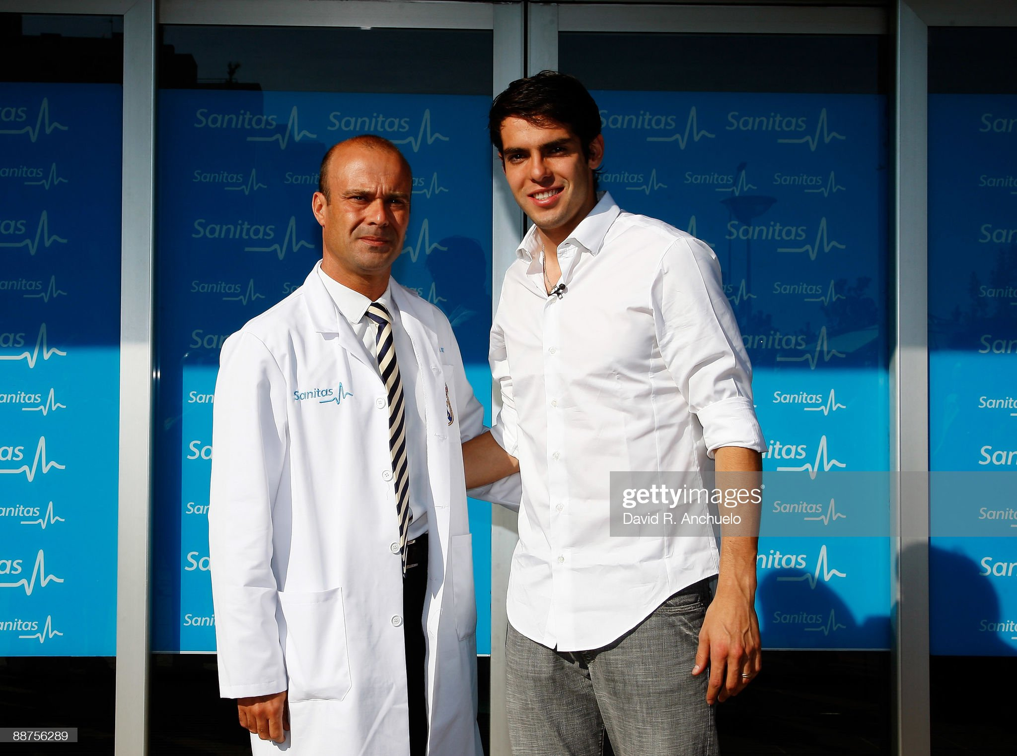 ¿Cuánto mide Carlos Díez? (Médico) Kaka-attends-a-real-madrid-medical-before-his-official-presentation-picture-id88756289?s=2048x2048