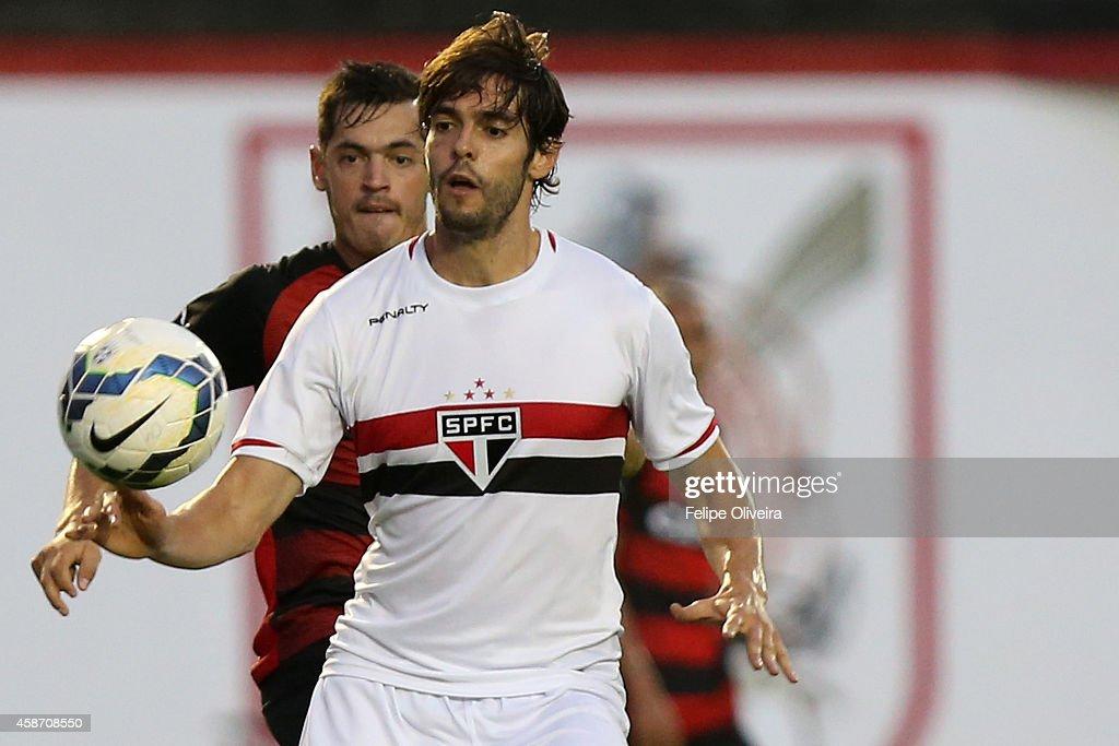 Vitoria v Sao Paulo - Brasileirao Series A 2014 : Fotografía de noticias