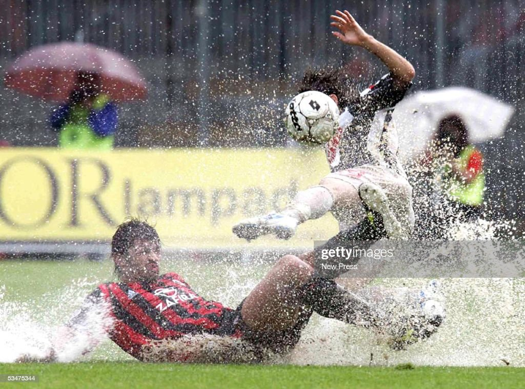 Kakha Kaladze of Milan slides for the ball during the Serie A match between Ascoli and AC Milan on August 28, 2005 in Ascoli, Italy.