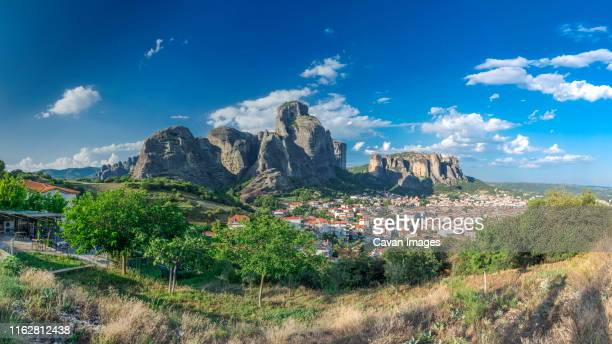 kalambaka town and meteora mountains, greece - thessaly stock pictures, royalty-free photos & images
