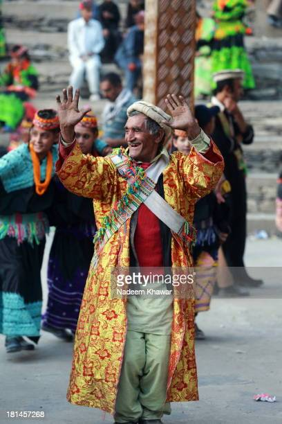 CONTENT] Kalash women and men dance and sing their way from the dancing ground to the village arena the Charso for the end of the day's festivities...