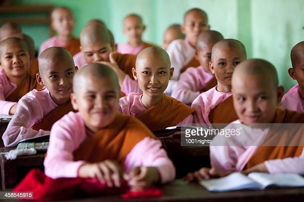 kalaywa tawya monastery, myanmar - boeddhisme stockfoto's en -beelden