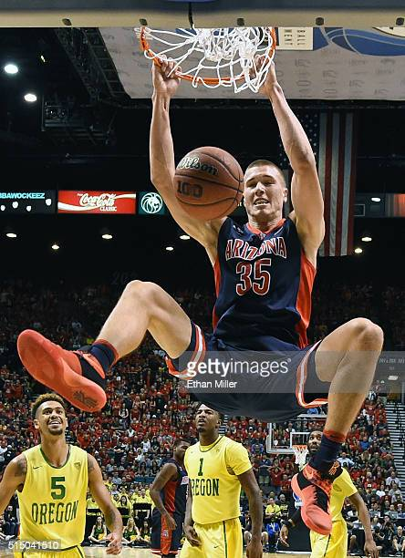 Kaleb Tarczewski of the Arizona Wildcats dunks against the Oregon Ducks during a semifinal game of the Pac-12 Basketball Tournament at MGM Grand...