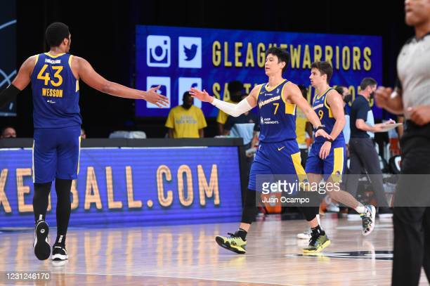 Kaleb Wesson and Jeremy Lin of the Santa Cruz Warriors high five during the game against the Fort Wayne Mad Ants on February 18, 2021 at AdventHealth...