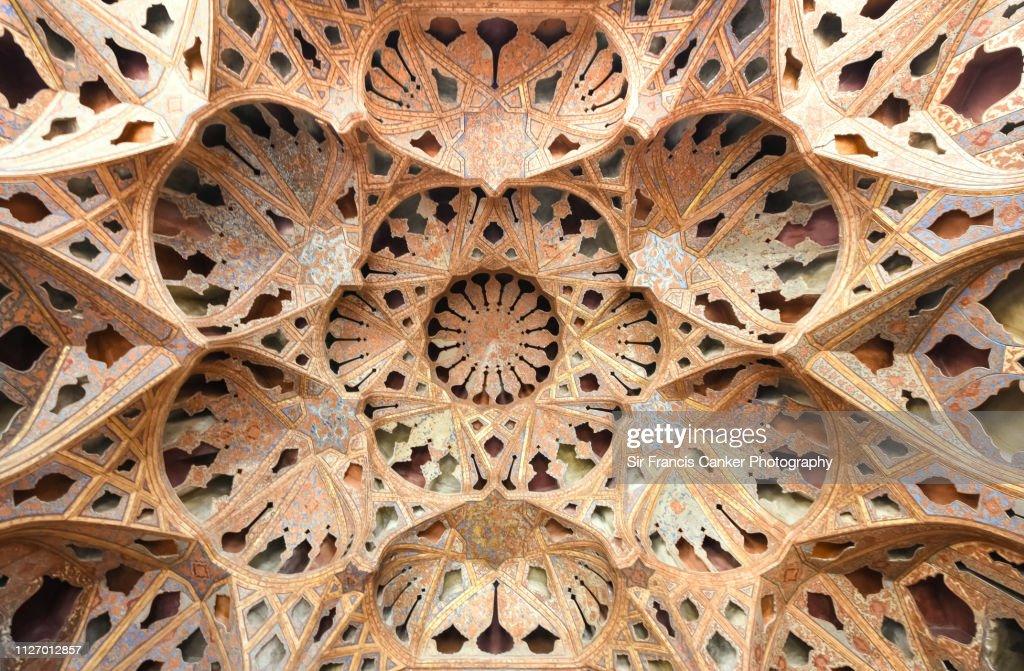 "Kaleidoscope-like ceiling in Ali Qapu's palace (""Kakh-e Ali Qapu"") with colorful muqarnas in Isfahan, Iran : ストックフォト"