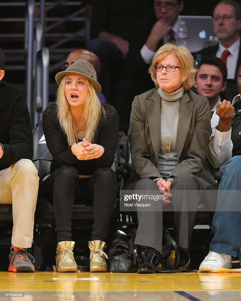 Kaley Cuoco (L) attends a basketball game between the Indiana Pacers and the Los Angeles Lakers at Staples Center on November 27, 2012 in Los Angeles, California.