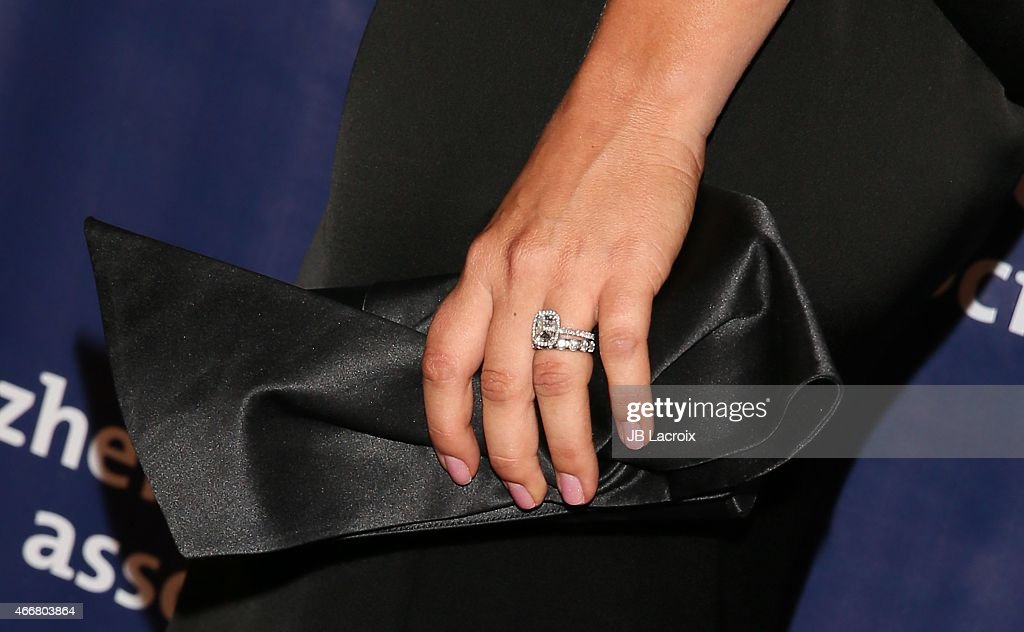 Kaley Cuoco Clutch Detail Attends The 23rd Annual U0027A Night At Sardiu0027su0027 To  Benefit