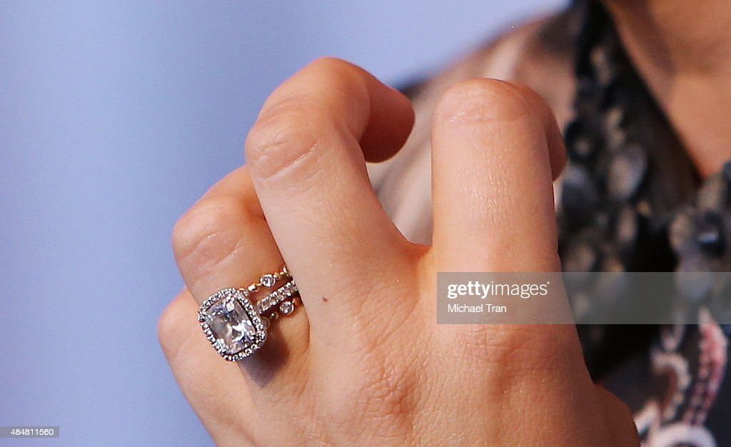 Ordinaire Kaley CuocoSweeting Ring Detail Arrives At The Beverly Hilton Celebrates 60  Years With A Diamond Anniversary