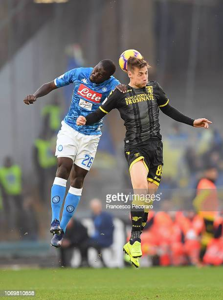 Kalidou Koulibaly of SSC Napoli vies Andrea Pinamonti of Frosinone Calcio during the Serie A match between SSC Napoli and Frosinone Calcio at Stadio...