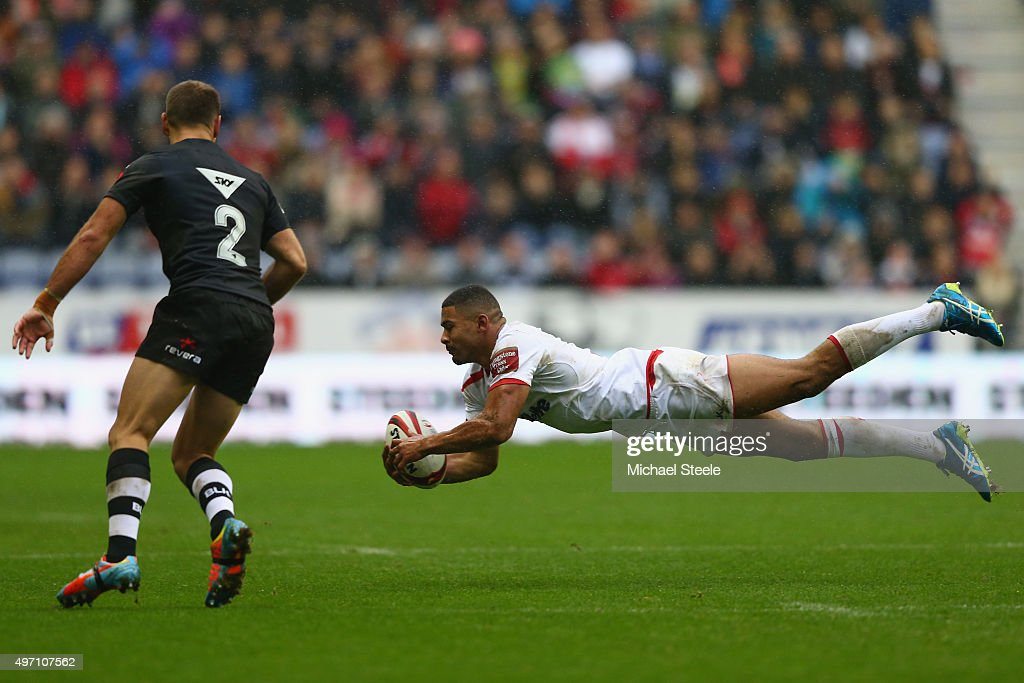 Kallum Watkins (R) of England knocks on as Jason Nightingale of New Zealand closes in during the third International Rugby League Test Series match between England and New Zealand at DW Stadium on November 14, 2015 in Wigan, England.