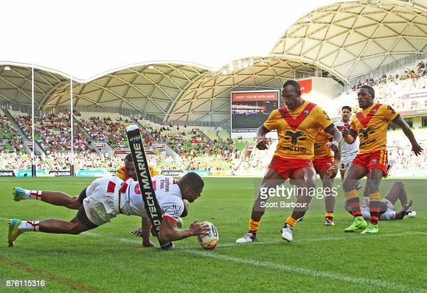 Kallum Watkins of England scores a try during the 2017 Rugby League World Cup Quarter Final match between England and Papua New Guinea Kumuls at AAMI...