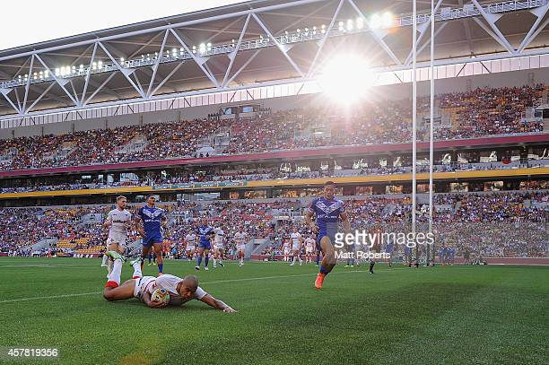 Kallum Watkins of England scores a try during the Four Nations match between England and Samoa at Suncorp Stadium on October 25, 2014 in Brisbane,...