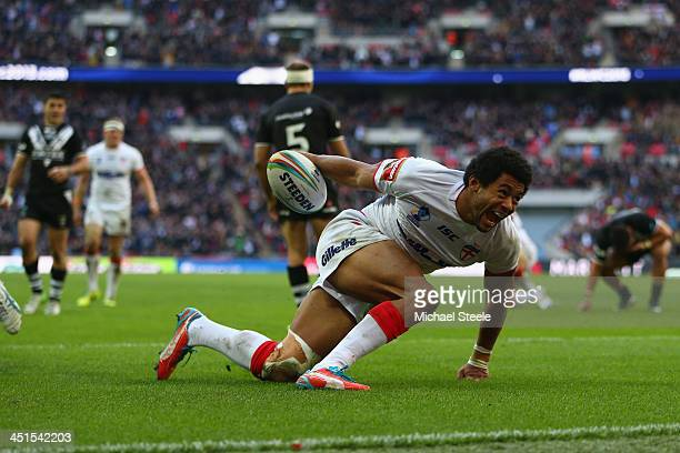 Kallum Watkins of England scores his sides second try during the Rugby League World Cup Semi Final match between New Zealand and England at Wembley...