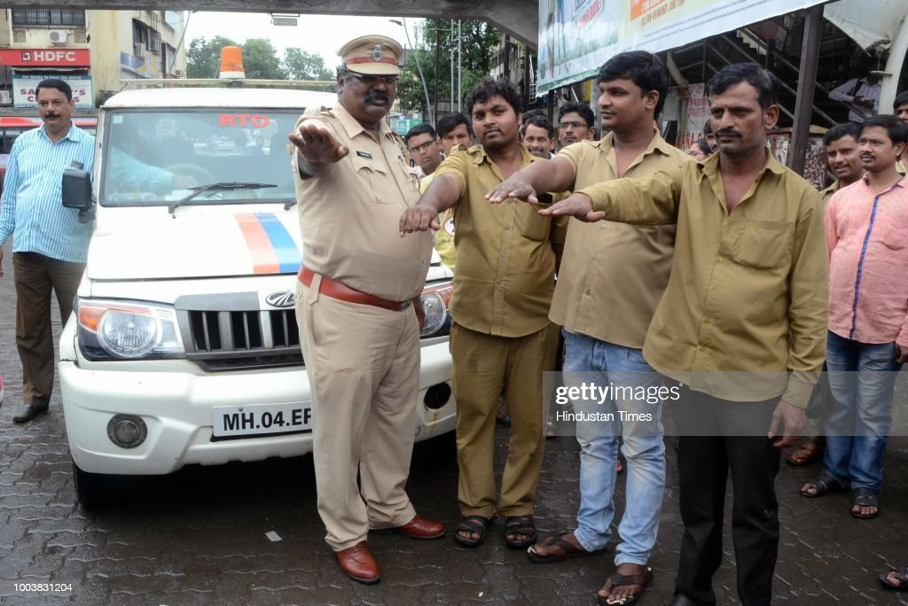 Kalyan RTO Chief Sanjay Sasane Meets Auto Drivers At Dombivli Station