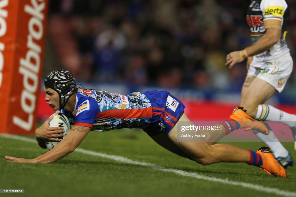 Kalyn Ponga of the Knights scores a try during the round 10 NRL match between the Newcastle Knights and the Penrith Panthers at McDonald Jones Stadium on May 11, 2018 in Newcastle, Australia.