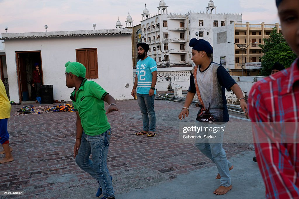 Kamal Preet Singh the Gatka teacher with his young students at Shiromni Gatka Akhara at Gurudwara Baba Deep Singh ji Shaheed Gatka is a traditional...