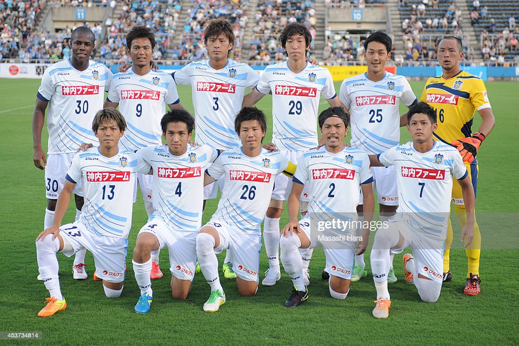 Yokohama F.C. v Kamatamare Sanuki - J.League 2 2014 : News Photo