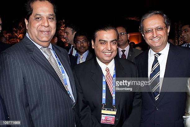 KV Kamath nonexecutive chairman of ICICI Bank from left Mukesh D Ambani chairman of Reliance Industries Ltd and Vikram Pandit chief executive officer...