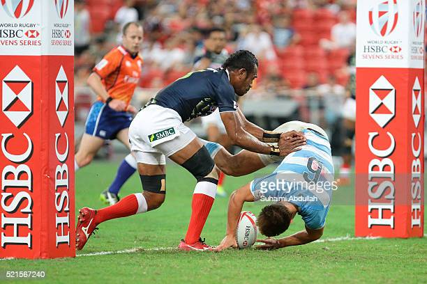Kameli Soejima of Japan fails to stop Segundo Tuculet of Argentina scoring a try during the 2016 Singapore Sevens at National Stadium on April 16...