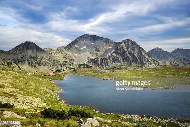 kamenitza peak and tevno lake, pirin, bulgaria - pirin national park stock pictures, royalty-free photos & images