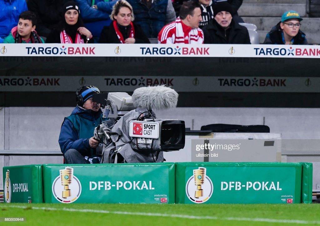 Tv Kamera Am Spielfeldrand Waehrend Dem Fussball Dfb