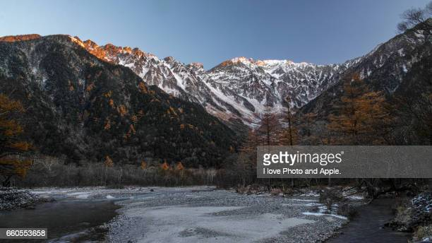 kamikochi autumn scenery - 雪 stock pictures, royalty-free photos & images