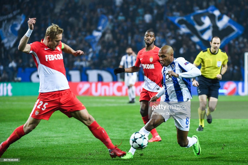 Kamil Glik of Monaco and Yacine Brahimi of Porto during the Uefa Champions League match between Fc Porto and As Monaco at Estadio do Dragao on December 6, 2017 in Porto, Portugal.